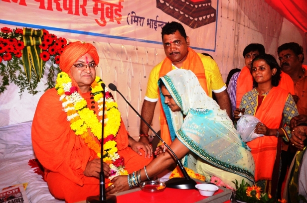 Swami Dr.Umakantanand Saraswati Maharaj And others at Mira Road,Mumbai (1)
